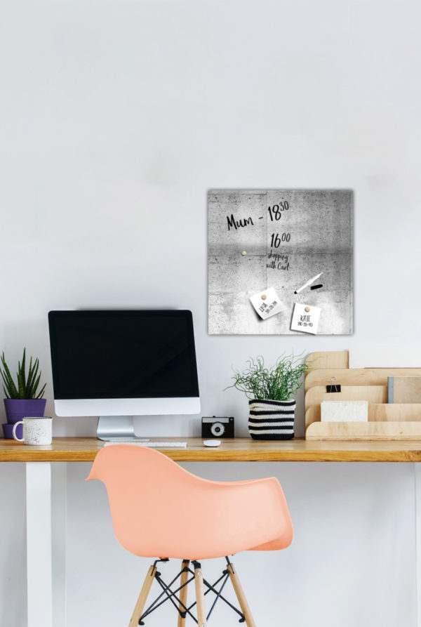 Memoboard Panel im Arbeitszimmer