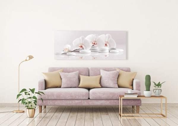 Glasbild White im Wohnzimmer