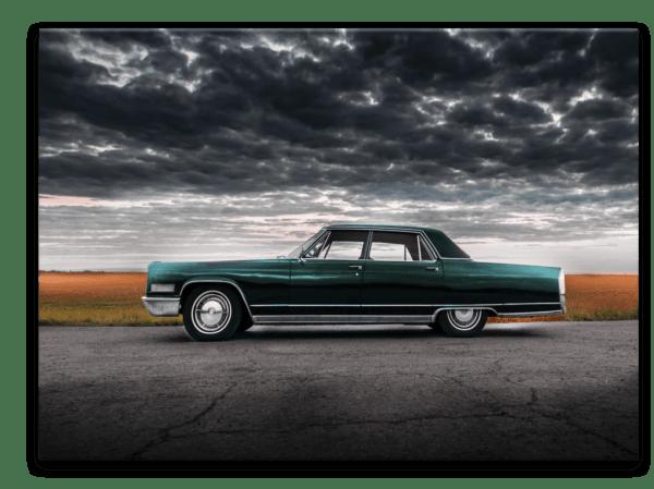 Glasbild Green Retro Car – Metallic Shining Effect