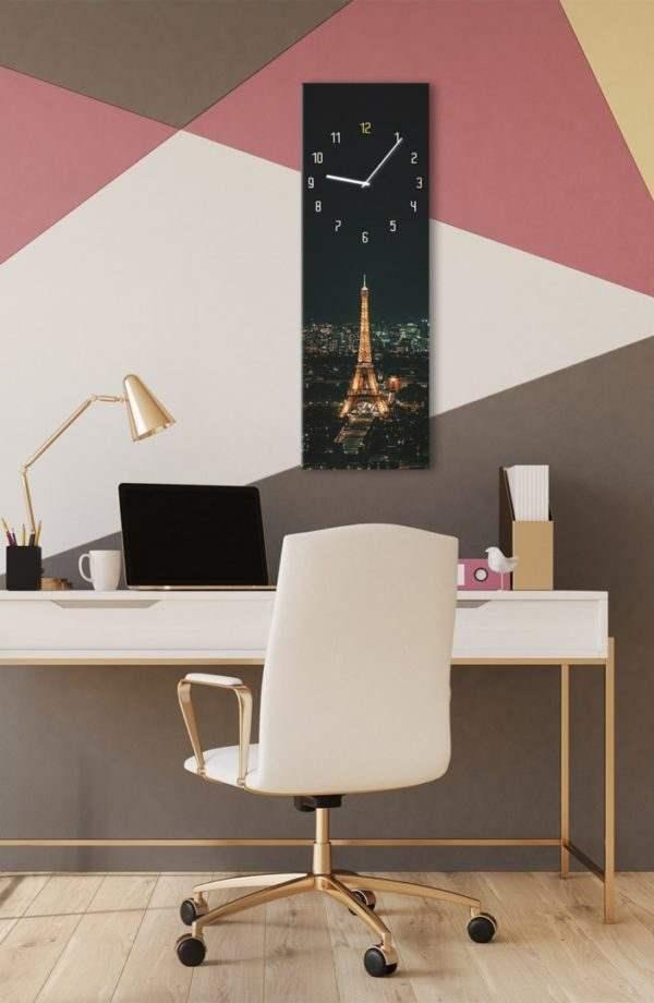 Glasuhr Paris im Arbeitszimmer