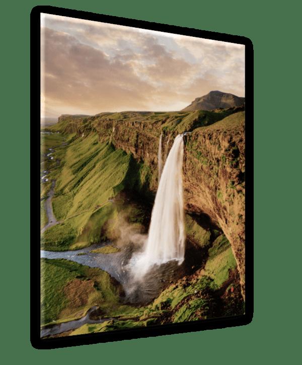 Glasbild Waterfall Ansicht schräg