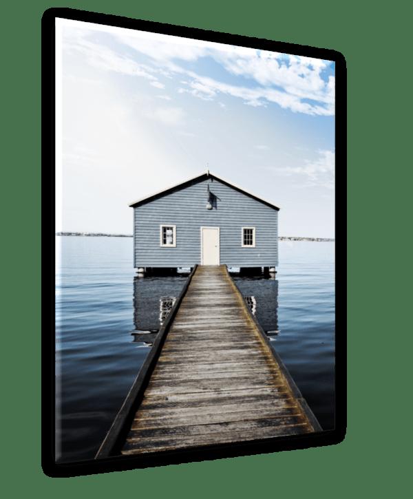 Glasbild Blue House Ansicht schräg