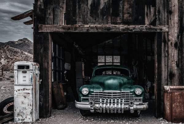 Glasbild Green Car – Metallic Shining Effect