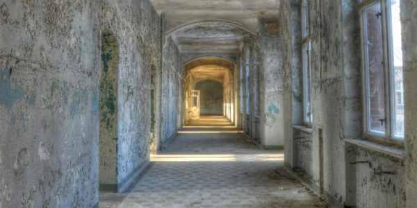 Leinwandbild Lost Place – 50x100cm