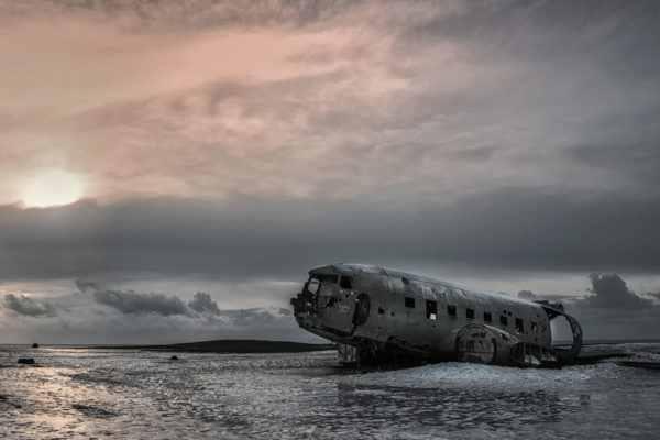 Leinwandbild Flugzeugwrack